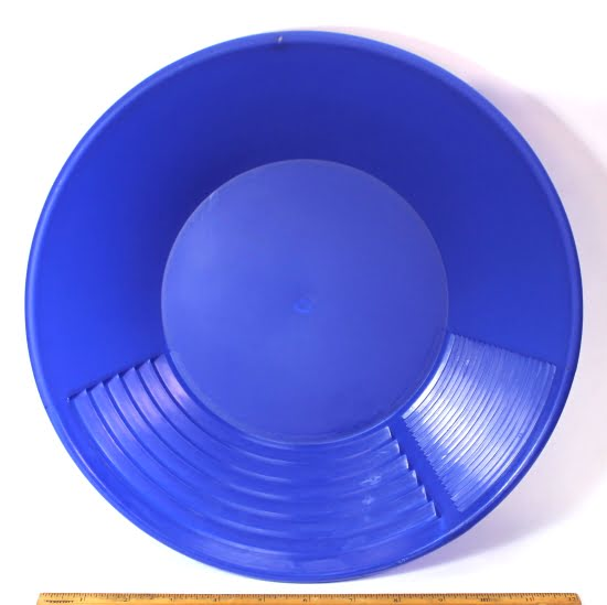 """12"""" Wet or Dry Gravity Gold Pan"""