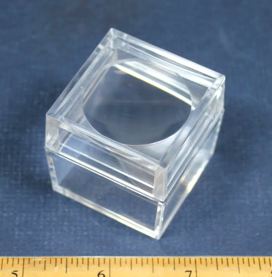 PD18 Magnifying Display Box