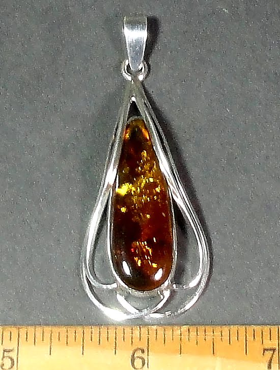 Silver pendant with a 10mm x 33mm Amber stone